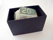 Kasten mit Geld Stockfoto