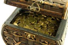 Kasten mit Münzen Stockbilder