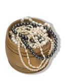 Kasten mit Perlen lizenzfreies stockfoto