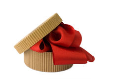 Kasten mit rotem Farbband Stockbilder