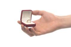 Kasten mit Verlobungsring Stockbilder