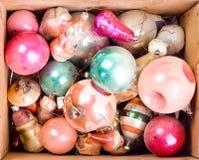 Kasten mit Weihnachtsspielwaren Stockbild