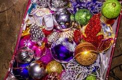 Kasten mit Weihnachtsspielwaren Lizenzfreies Stockfoto
