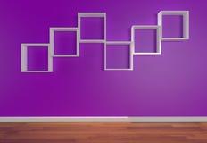 Kasten-Regale auf purpurroter Wand Stockfotografie