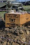 Kasten TNT im historischen Militärlager Stockfotos