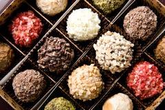 Kasten verschiedene handgemachte Luxuxschokoladen Lizenzfreies Stockbild