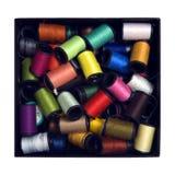 Kasten voll colourfull sewings Lizenzfreie Stockfotos