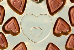 Kasten voll kleine Schokoladen Stockfoto
