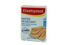 Kasten von Elastoplast im Papprecyclebaren Kasten stockfotos