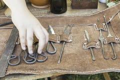 Kasten von mittelalterlichen Waffen lizenzfreie stockbilder