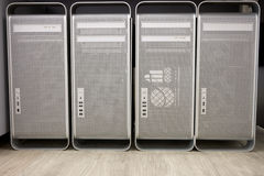 Kastencomputer mit vier Türmen Stockbilder
