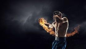 Kastenkämpfer Trainning im Freien Gemischte Medien stockfoto
