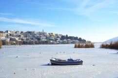 Kastoria in Griekenland in de wintertijd stock foto
