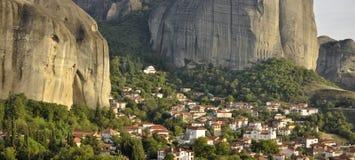 Kastraki村庄在迈泰奥拉希腊的 库存图片