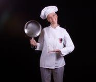 kastrull för kockholdingtecken Royaltyfri Bild