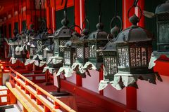 Kasuga-Taisha, heiligdom van duizend lantaarns, de prefectuur van Nara, Kansai, Japan stock foto's