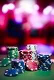 Kasyn układ scalony na hazardu stole Zdjęcie Royalty Free