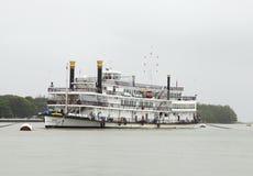 Kasyna mogą znajdujący w Goa na łodziach dokować w Mandovi rzece Obrazy Royalty Free