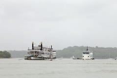 Kasyna mogą znajdujący w Goa na łodziach dokować w Mandovi rzece Zdjęcia Stock