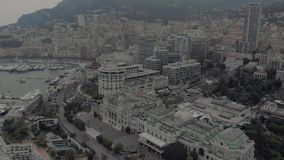 Kasyno Monte Carlo Monaco we francuskim mieÅ›cie morskim niedaleko portu z luksusowymi jahtami i Å'odziami zbiory wideo