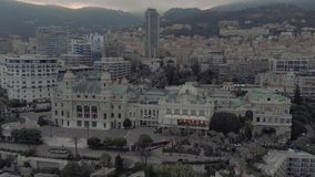 Kasyno Monte Carlo Monaco we francuskim mieÅ›cie morskim niedaleko portu z luksusowymi jahtami i Å'odziami zdjęcie wideo