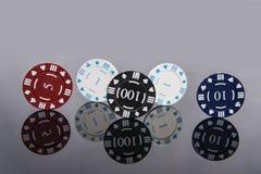 Kasynowa abstrakcjonistyczna fotografia Partia pokeru na czerwonym tle Temat uprawia? hazard obrazy royalty free