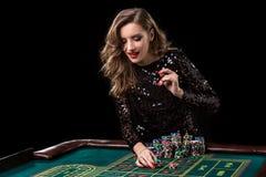 kasynowa bawić się kobieta Kobieta stosów stosy układy scaleni bawić się rou zdjęcia stock