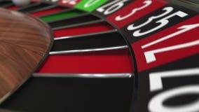 Kasynowa ruletowego koła piłka uderza 19 dziewiętnaście czerwieni zbiory