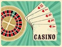 Kasynowy rocznika grunge stylu plakat z karta do gry i ruletą retro ilustracyjny wektora Fotografia Stock