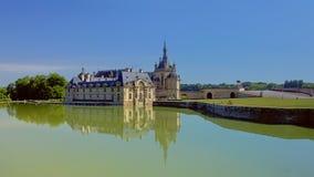 Kasztel Chantilly, France, odbija w wodzie zdjęcia stock