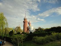 Kasztel otaczający ogródem zdjęcia royalty free
