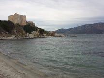 Kasztel przed morzem w chmurnym dniu Fotografia Royalty Free