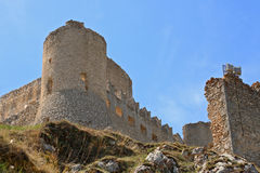 Kasztel w niebie - dama jastrzębia kasztel Rocca Calascio, Aquila, - Zdjęcia Stock