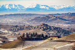 Kasztele i góry w północnym Italy, langhe region, podgórski Fotografia Royalty Free