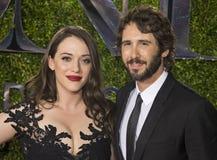 Kat Dennings och Josh Groban på Tony Awards 2015 royaltyfria bilder