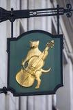 Kat en Fiddle Sign in Londen royalty-vrije stock foto's