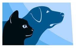 Kat en hond horizontale silhouetten Royalty-vrije Stock Foto's