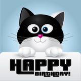 Kat met zwart-witte kleuren die een gelukkige kaart van de verjaardagsgroet houden Royalty-vrije Stock Foto's