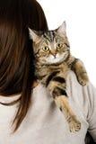 Kat op een schouder Royalty-vrije Stock Fotografie
