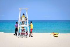 Kata海滩,普吉岛, 2015年6月05日,救生员队机智的泰国 免版税图库摄影