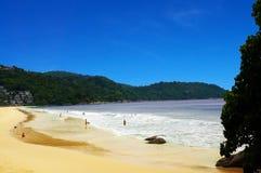 Kata Noi海滩的海岸线 免版税图库摄影