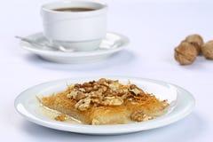 Kataifi z orzechem włoskim - Tradycyjny Turecki deser Zdjęcia Royalty Free
