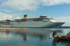 KATAKOLO,希腊- 2017年10月31日:肋前缘Neoclassica停住在Katakalon港的游轮  库存照片