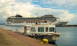 KATAKOLO, GRÉCIA - 31 de outubro de 2017: Navio de cruzeiros do CAM Musica que ancora no porto de Katakalon Foto de Stock Royalty Free