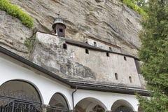 Katakomber som snidas in i, vaggar av Monchsberg i Salzburg, Österrike Arkivbild