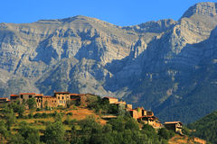 Katalońska wioska umieszczająca w Sierra Del Kadi fotografia royalty free