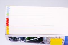 Katalog med kulöra sidor Arkivfoto