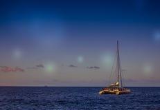 Katamaran auf Meer Stockfotografie