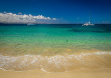 Katamaran auf Meer Stockbild