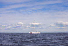 Katamaran im Meer Stockfotografie